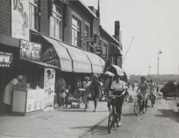 Kijkduin - Zeestraat met winkelgalerij2